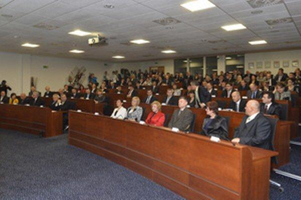 Krajskí poslanci sa stretli na prvom slávnostnom rokovaní.