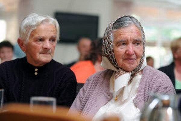 Dôchodcovia stále sa stávajú obeťami podvodníkov.