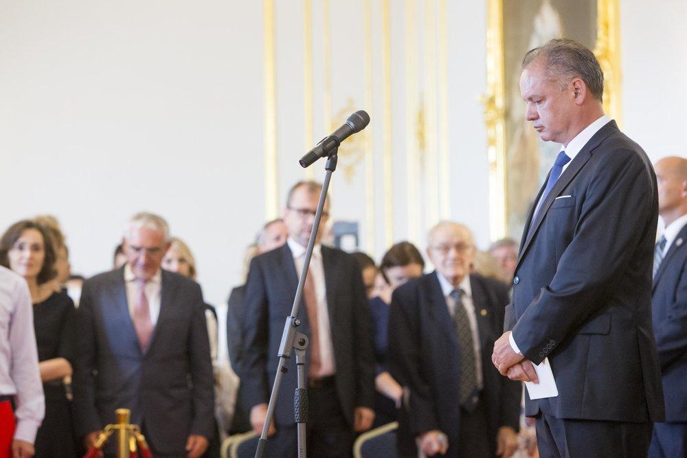 Prezident Andrej Kiska počas minúty ticha.