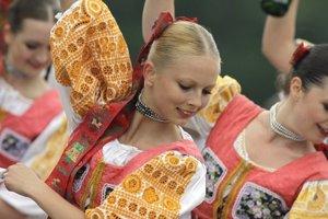 V Tlmačoch bude festival Tlmačská Grámora. Levice a okolité obce v septembri pripravujú medzinárodný folklórny festival.