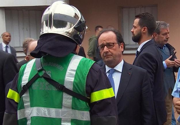 Prezident Hollande na mieste útoku.
