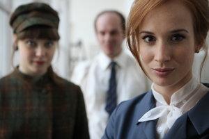 Táňa Pauhofová vo filme Horiaci ker.
