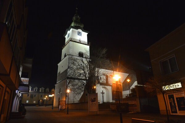 Od konca roka 2013 je Prievidza atraktívnejšia aj vďaka osvetleným kostolom.