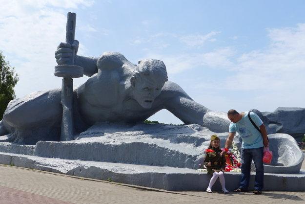 Bielorusi si pripomínajú 71 rokov od veľkého víťazstva. Ich kladný vzťah k Sovietskemu zväzu myslia zväčša úprimne.