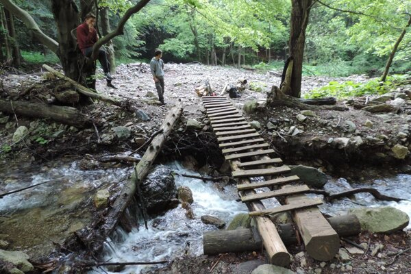 Peniaze z kraja pôjdu aj na opravu chodníka a mostíkov k Šútovskému vodopádu.