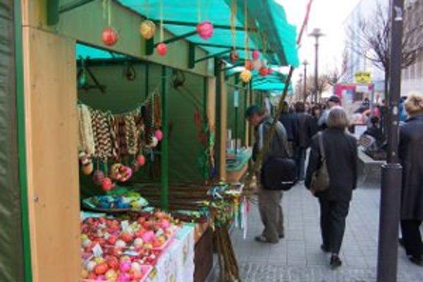 K tradičným trhom sa v Prievidzi radia už aj veľkonočné.