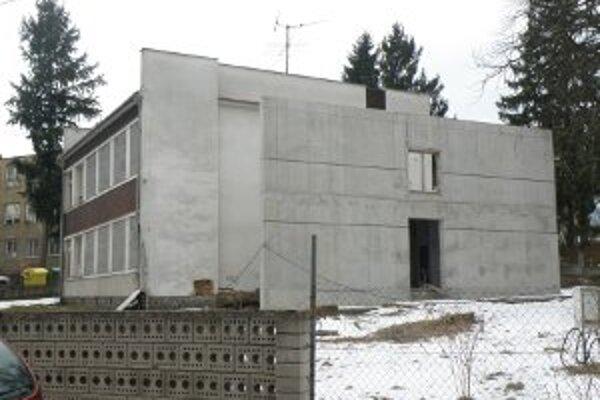 Budova v Handlovej stále nie je dokončená.