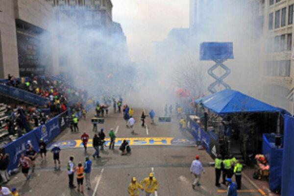V cieli bostonského maratónu vybuchli dve bomby. Slováci zranenia neutrpeli.