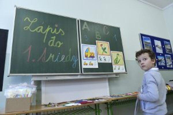 Školy sa snažia získať čo najviac nových žiakov, Prievidza však nechce, aby sa prezentovali na združeniach v škôlkach.