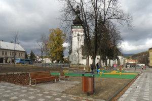 V centre Handlovej je po obnove viac lavičiek aj kútik pre deti.