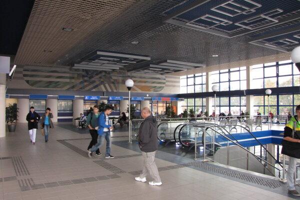 Podozrivú batožinu našli vo vestibule. Objavil ju cestujúci a oznámil to pracovníčke železníc.