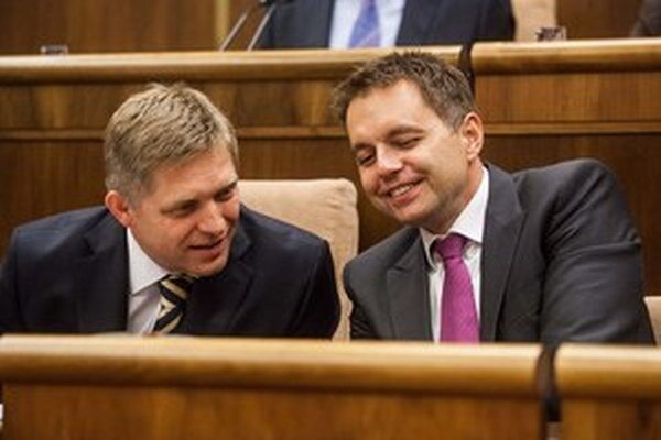 Robert Fico s ministrom financií Kažimírom.