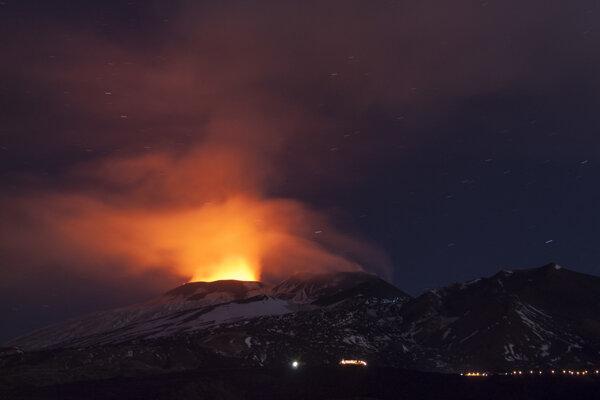 Etna sa znovu zobudila.