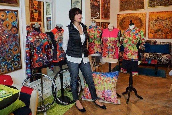 Júlia Zelená vo svojom ateliéri