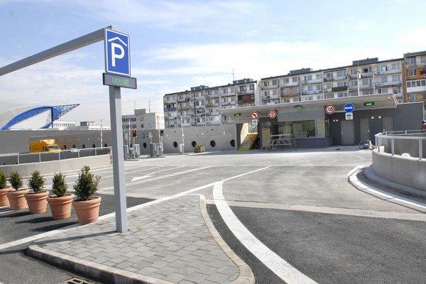 Parkovací dom. Má sa zmeniť na záchytné parkovisko.