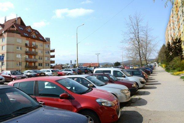 Parkovanie na KVP. EEI tu zastupiteľstvo vbudúcnosti nechce.