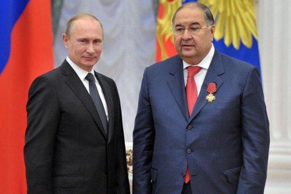 Alisher Usmanov. Má veľmi dobré vzťahy aj sruským prezidentom Putinom (vľavo).