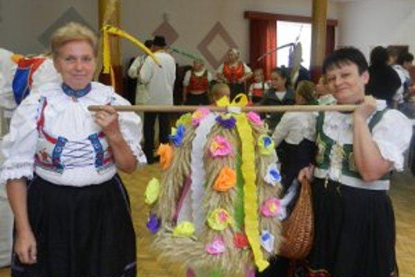 Súčasťou osláv v Liešťanoch bol aj dožinkový sprievod.