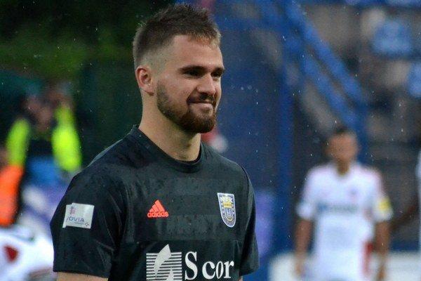 Vydarený debut. Brankár Patrik Macej mal po zápase dôvod na úsmev.