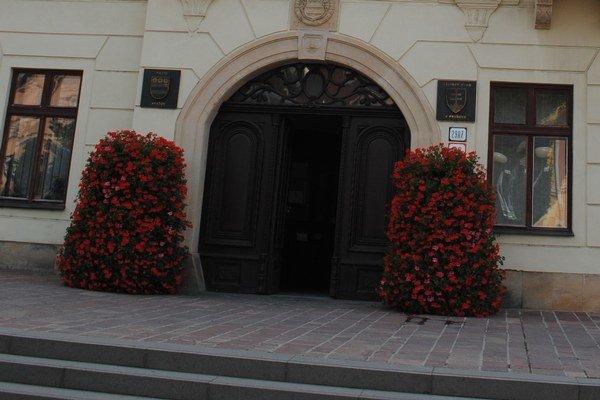 Historickú radničnú bránu opravujú.