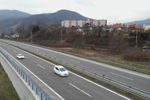 Žarnovičanom prekáža hluk z diaľnice R1.