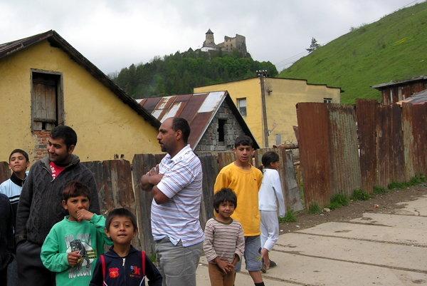 Podsadek. Do miestnej osady plánujú cestu.
