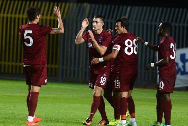 Matúš Bero (druhý zľava) v drese Trabzonsporu.