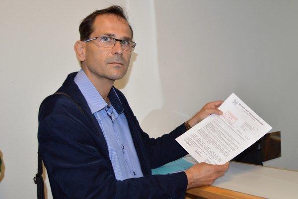 Ján Mrva dnes odovzdal petíciu a sprievodné listy na ministerstve dopravy.