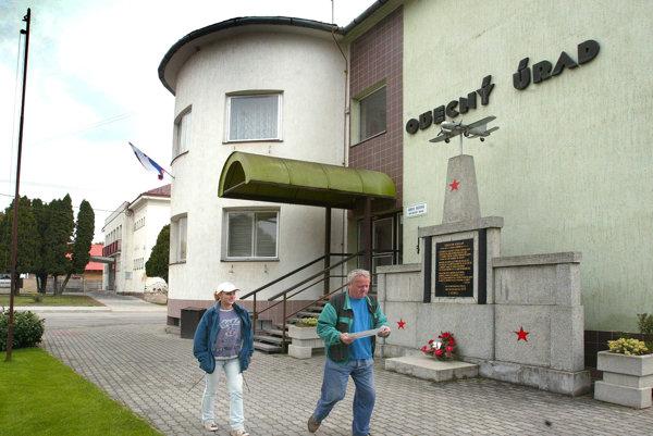 Obecný úrad v Očovej.