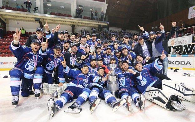 22. apríl 2016 sa zapísal do histórie hokeja vNitre zlatými písmenami. Corgoni získali na ľade Banskej Bystrice Dzurillov pohár!