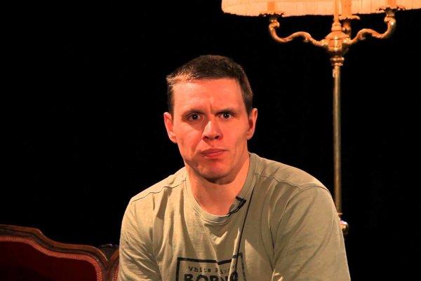 Michal Kubovčík v divadle La Komika, ktoré vlani založil Karol Vosátko.