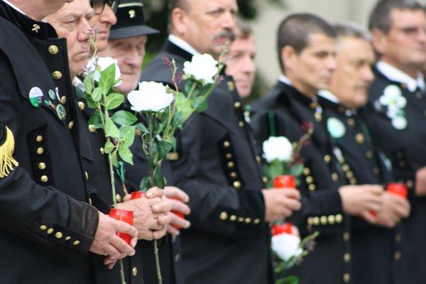 Na obete tragédie spomínali aj členovia baníckych spolkov.