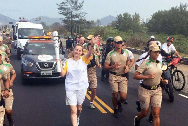 Nitrianka Mária Vrabcová s olympijskou pochodňou v Brazílii.