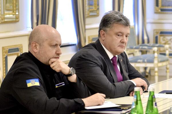 Petro Porošenko (vpravo).