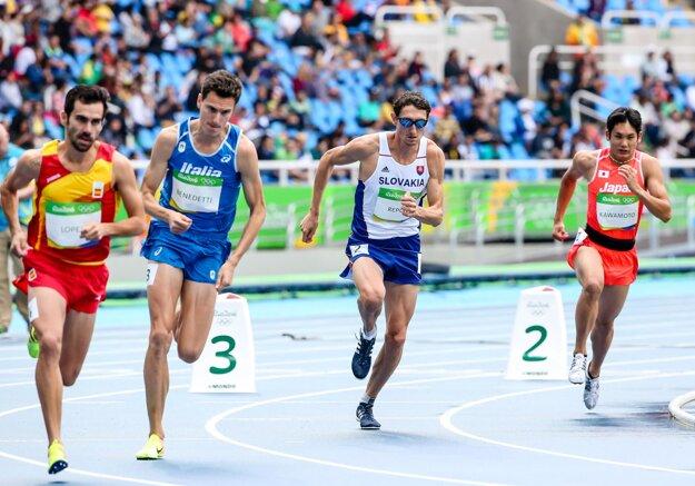 Jozef Repčík (druhý zprava) počas rozbehu na olympijských hrách v Riu.