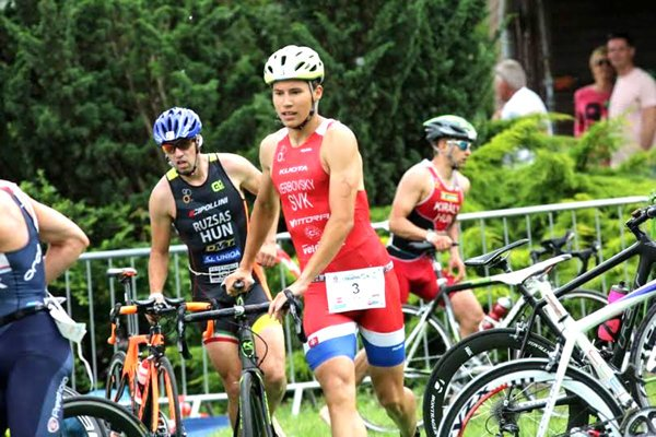 Matúš Verbovský (s číslom 3) vždy túži na pretekoch vyhrať