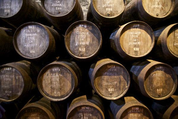 Tradičné sudy s portským vínom.