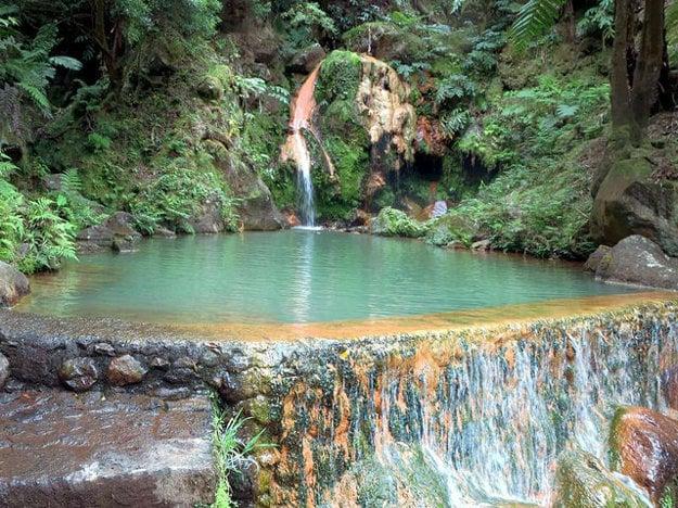 Caldeira Velha na úbočí sopky Fogona ostrove Sao Miguel na  Azoroch.