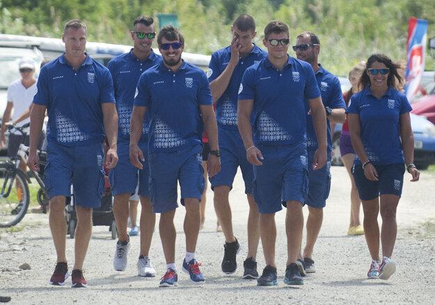Na snímke rýchlostní kanoisti zľava Erik Vlček (K4 a K2), Vincent Farkas (C1), Peter Gelle (K1), Tibor Linka (K4), Denis Myšák (K4), Juraj Tarr (K4 a K2) a Martina Kohlová (K1) .