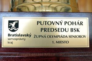 Víťazné družstvo získa putovný pohár.