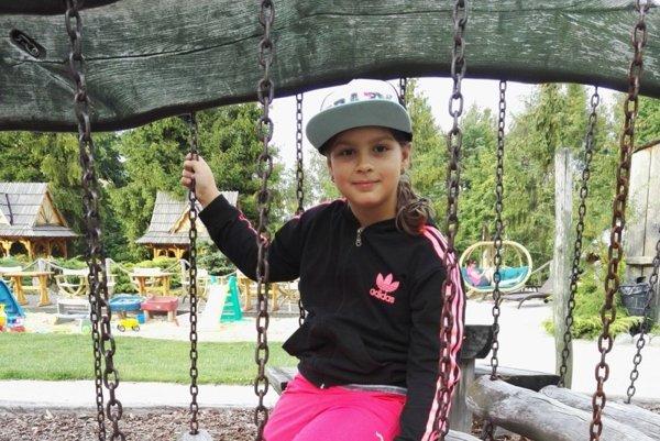 Osemročná Natálka trávi prázdniny väčšinou u starých rodičov a s kamarátmi.