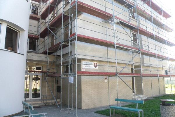 Na budove umeleckej školy by mali stavebné práce prebiehať do konca októbra.