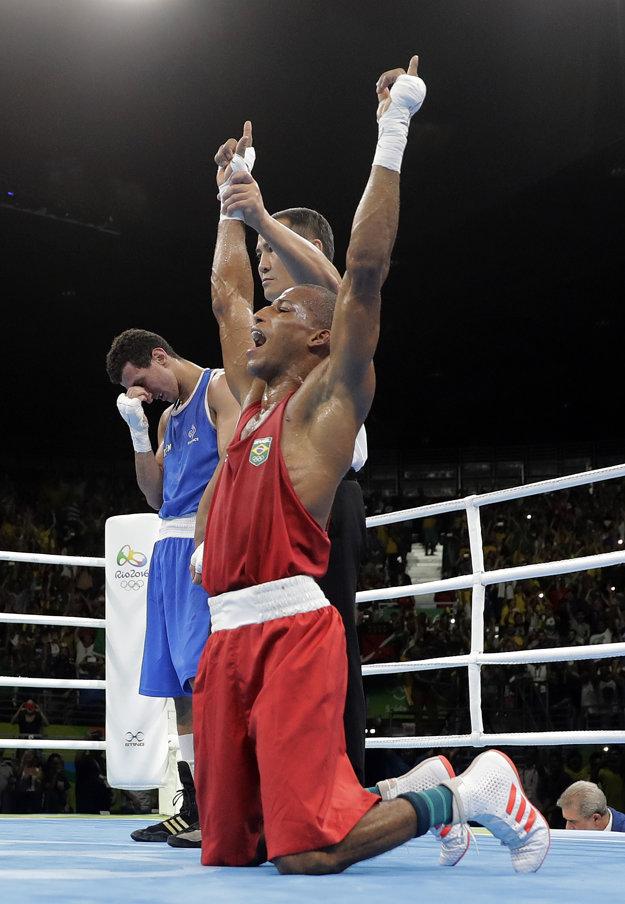 Brazílsky boxer dosiahol historický úspech. Pre seba aj pre krajinu.