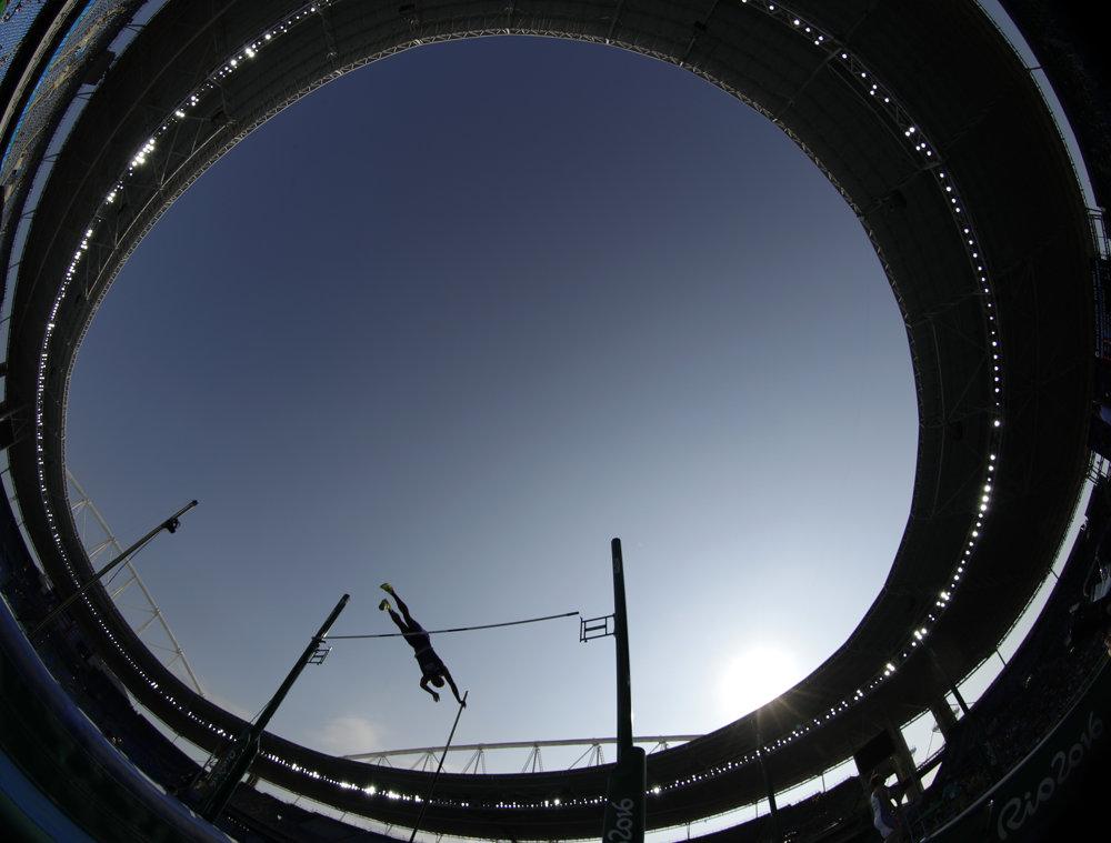 Atletika, skok o žrdi, Američan Ashton Eaton.