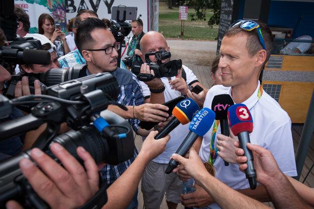 Matej Tóth sa venoval aj novinárom.