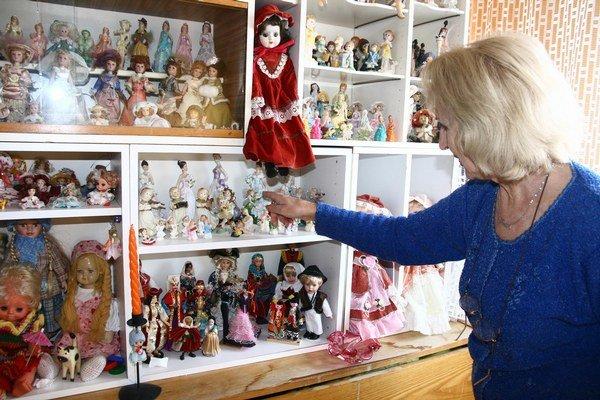 Bábiky s rôznym zameraním či z rôznych krajín zbiera Janka Šulcová približne desať rokov.