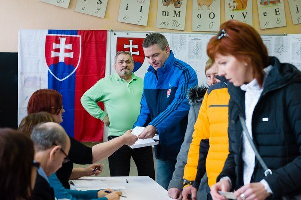 P. Pellegrini volil s voličským preukazom.