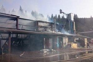 Požiar uhasili po viac ako šiestich hodinách.