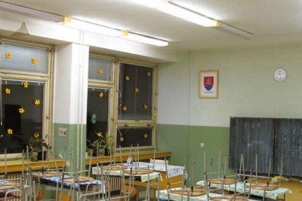 Výsledky auditu osvetlenia škôl dopadli katastrofálne. Žiarovky by mali vymieňať počas prázdnin.