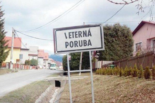 Výhodou obce je len trojkilometrová vzdialenosť od mesta.